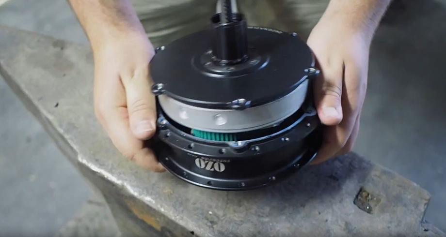 Demontage de la flasque du moteur roue