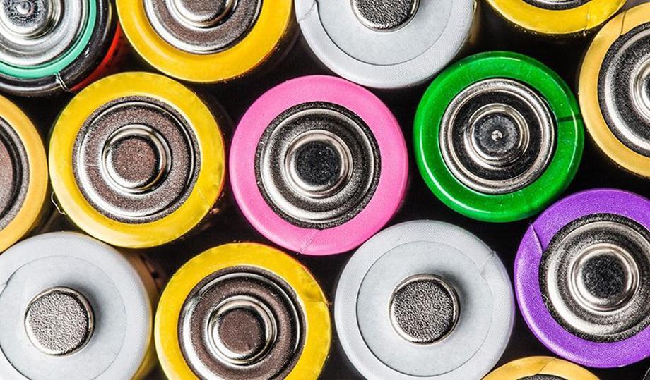 Groupe de piles de couleurs différentes