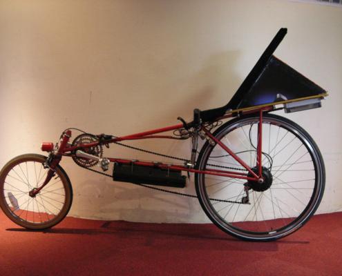 Vélo couché électrique, moteur roue arrière, batterie cadre