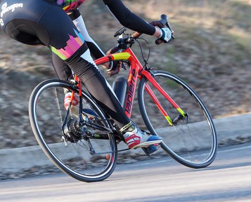 Vélo route LAPIERRE électrique, moteur roue arrière, batterie bouteille